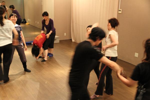 コンテンポラリーダンスコンタクトクラス