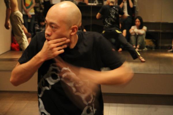コンテンポラリーダンスショーイング